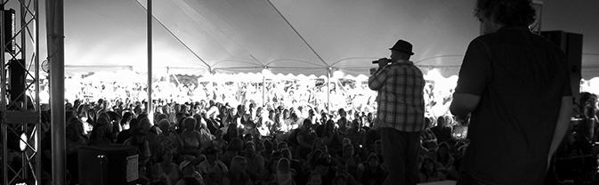 rotr_bw_singer-crowd